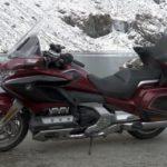 Honda Gold wing GL-1800 вид сбоку в горах
